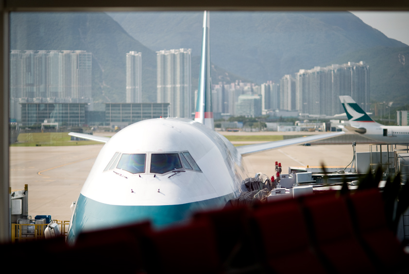 cathay pacific boeing 747-400 at hong kong international airport