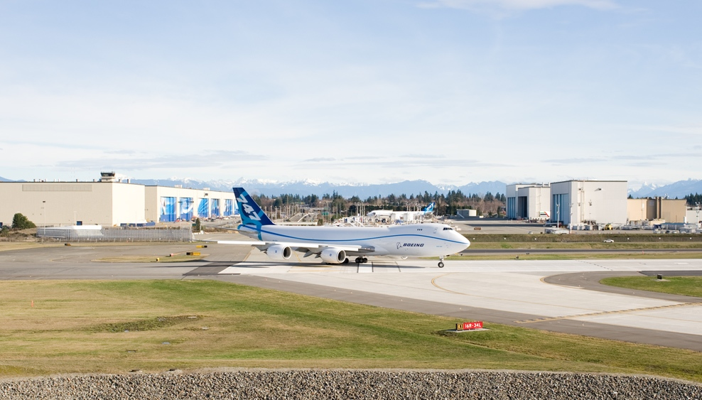 boeing 747-8 freighters at paine field airport