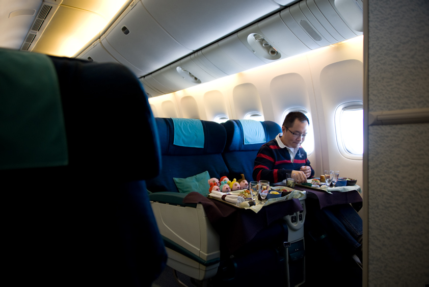 cathay pacific boeing 777-200 cabin and in flight meal business class first class mcdull mcmug