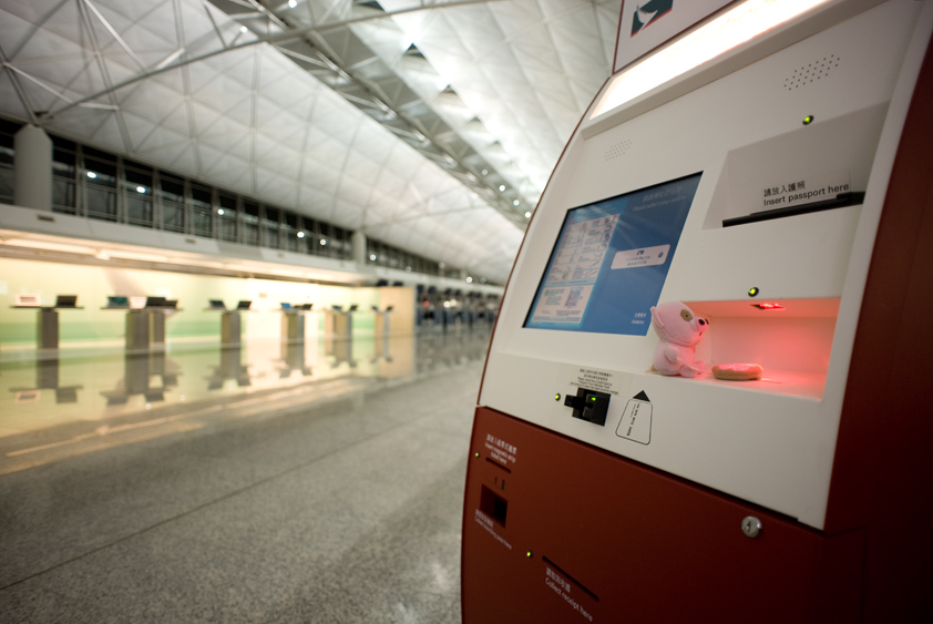 cathay pacific self check in counter at hong kong international airport