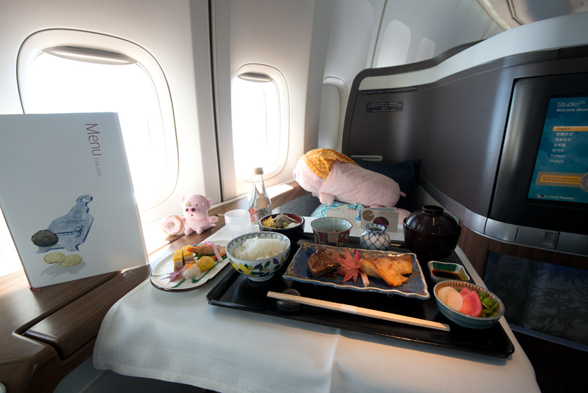 cathay pacific boeing 747-400 cabin and kaiseki meal business class first class mcdull mcmug